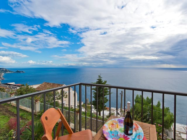 Casale Naclerio: Nature, Sun and View in downtown - Praiano - Flat