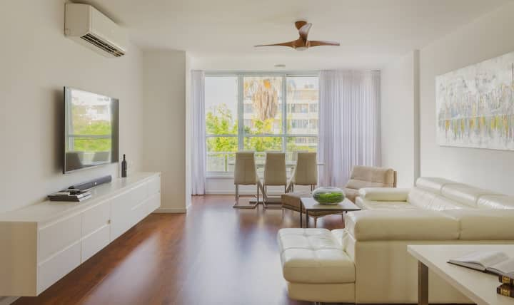 Bright and spacious apartment located in the heart of Herzliya Pituach