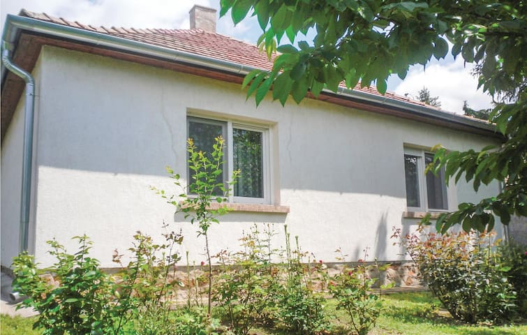 Holiday cottage with 2 bedrooms on 80 m² in Velence