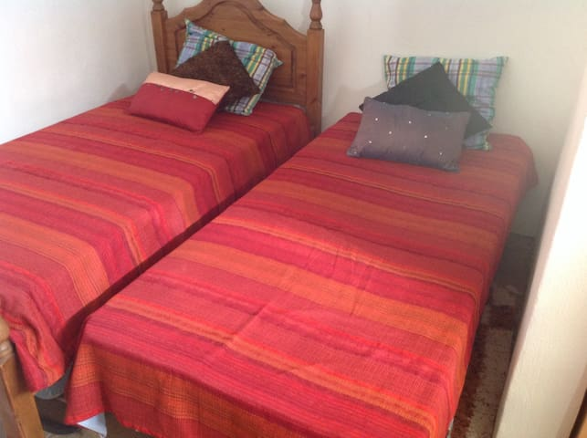 Gorgeous 2 bedroom cozy cave house - Baza - Talo