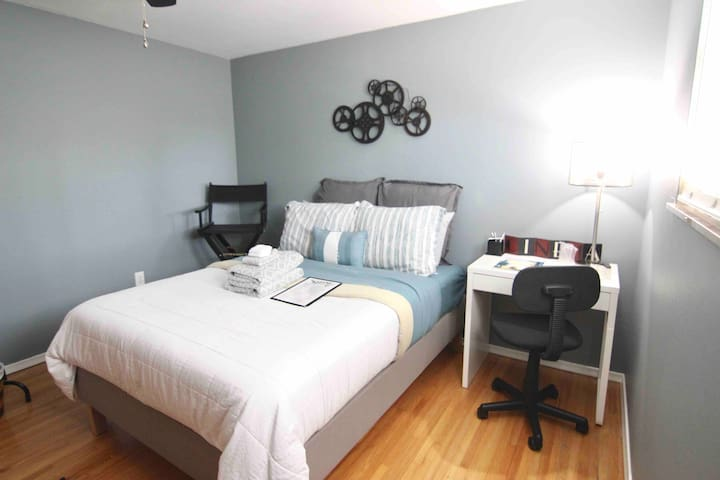 Contemporary Cozy Bedroom - Off I475 & I75