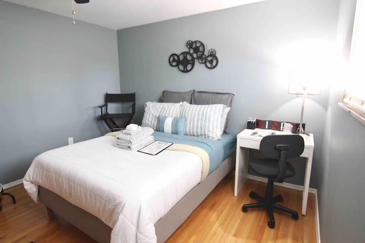 Contemporary Cozy Bedroom - Off I475 & I75