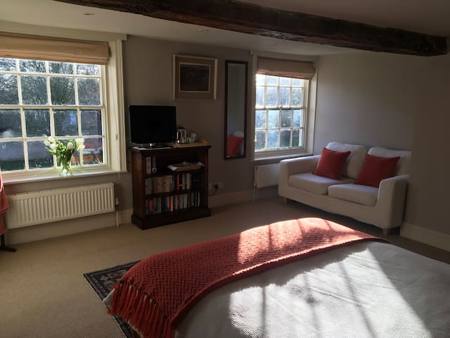 Ensuite double bedroom in quiet village location - North Yorkshire