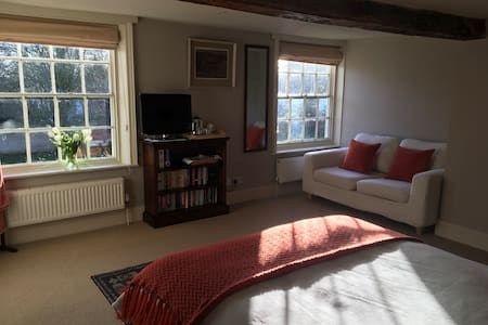 Ensuite double bedroom in quiet village location - North Yorkshire - House