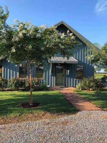 Quiet Countryside Cottage near Newbern, AL