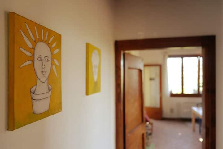 Casa gialla sui colli bolognesi