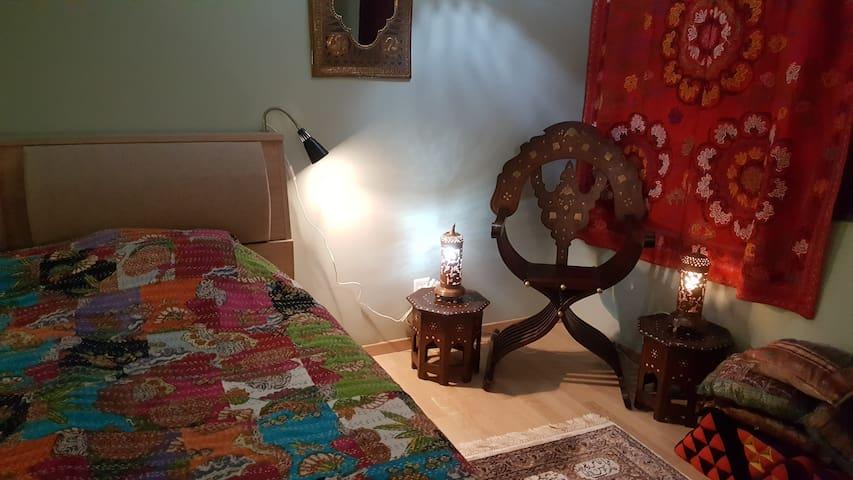 Grande chambre au rez-inférieur