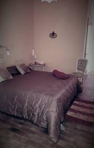 stanza marrone