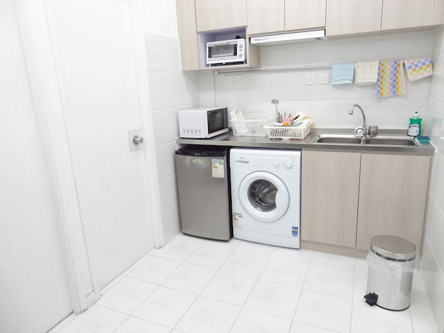 Furnished Room in a 2 Bdms Apt with 2 Shower Rooms