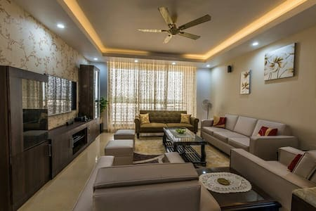 Upscale 3BHK Villa with Sea view,pool&near Airport