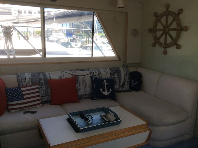 Enjoy A Stay on a Yacht - Stamford - Boat