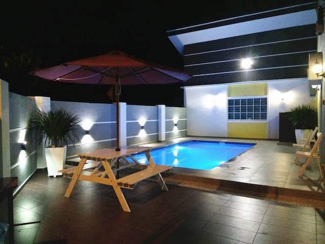 H&H 1 (Private Pool, 8 Pax) - Melaka - Hus