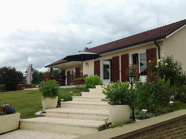 Chambre privée dans belle maison proche Dijon - Fénay - Huis