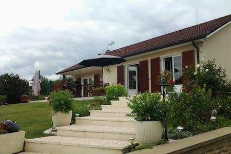 Chambre privée dans belle maison proche Dijon - Fénay