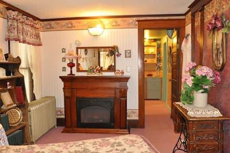 St. Ann Ranch Country Inn - Bedroom 7