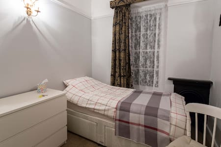 Comfy single room, Clifton - Bristol