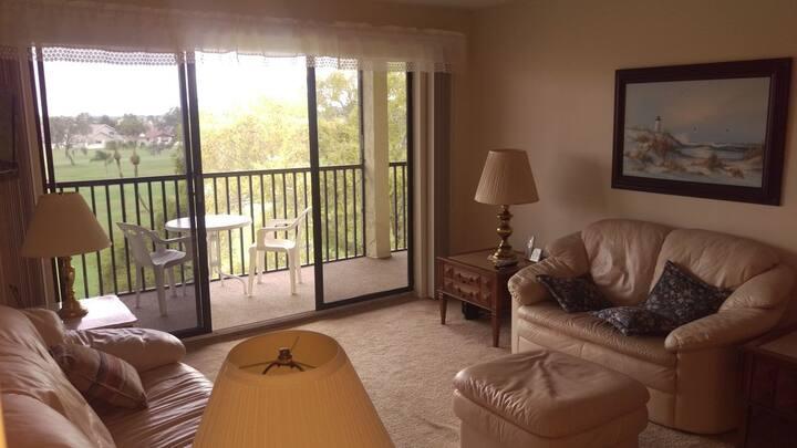 Beautiful  2 Bedroom Condo on Golf Course