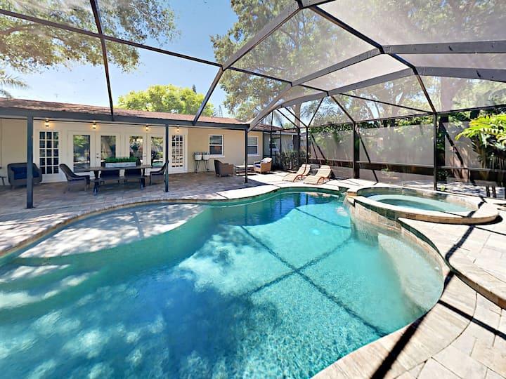 Screened Pool & Spa - Near Siesta Key Beach!