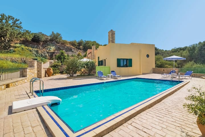Villas Mourne, 2 BD, common pool, peaceful