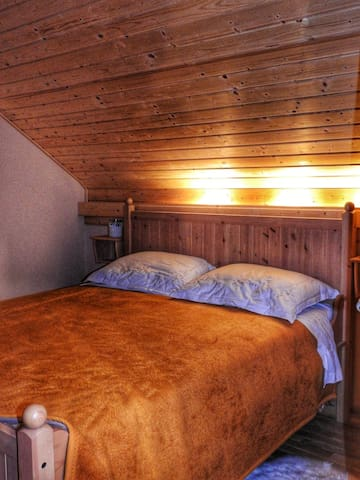 Soba s velikim bračnim krevetom