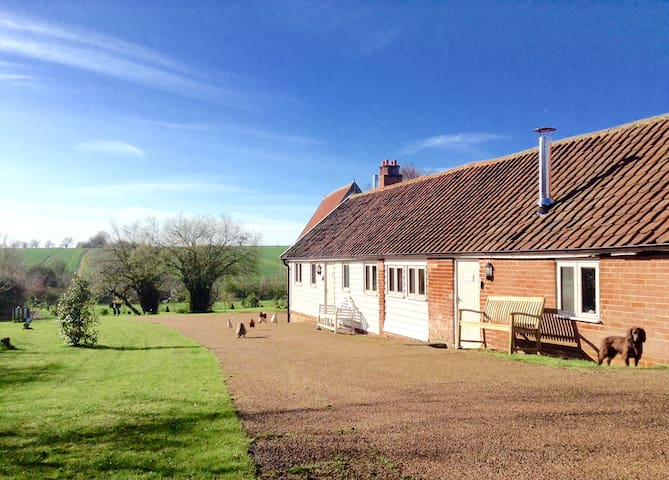 Wonderful barn , 20 mins Southwold and coast . - Chediston - House
