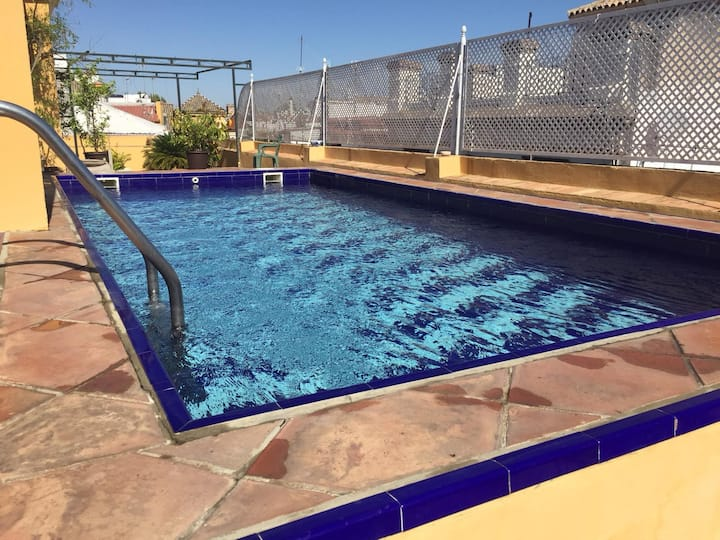 GotoSeville Central apartment with all year pool