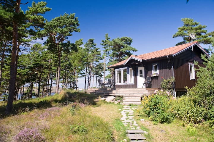Egen stuga med havsutsikt - Tanum - บ้าน