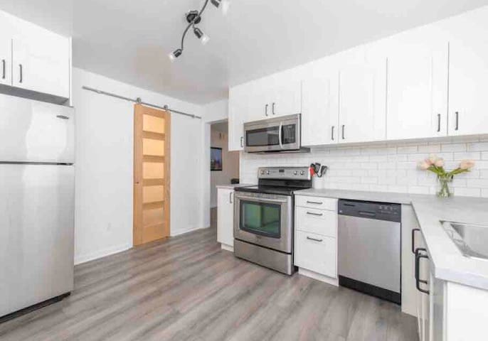 Fully Renovated 1 Bedroom PRIME downtown Location