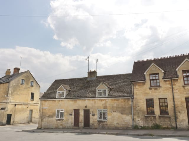 MOUSE HOLE COTTAGE, pet friendly in Winchcombe, Ref 986360
