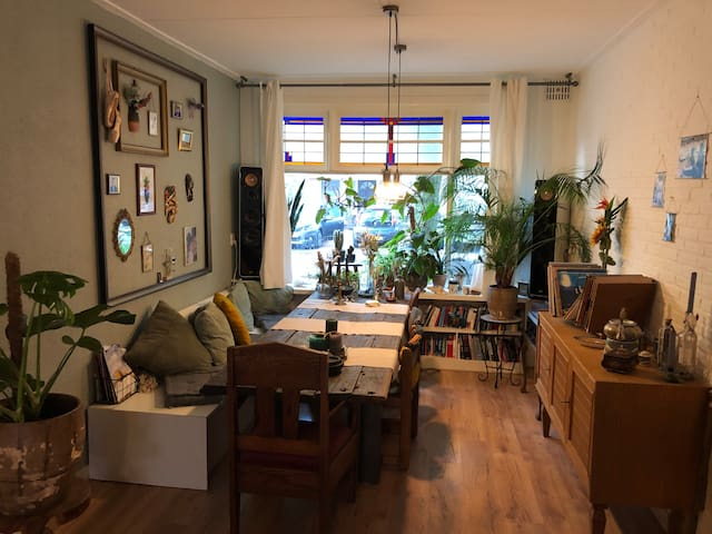 Cozy & Green old-fashioned apartment in Utrecht