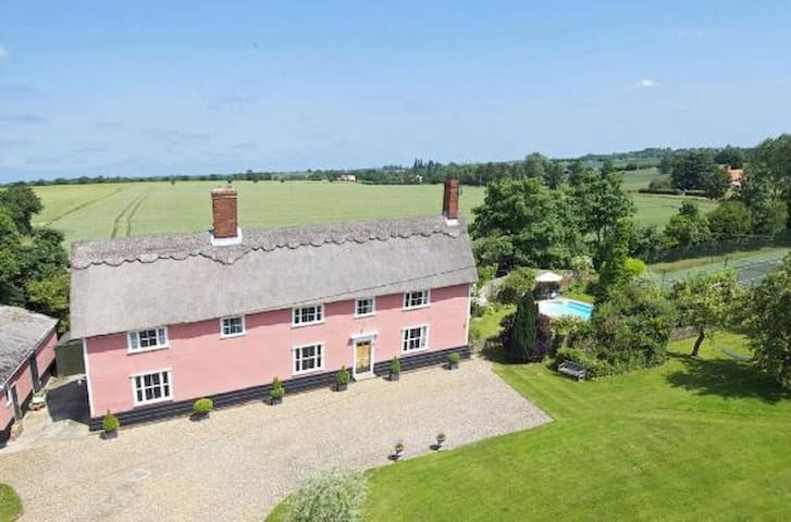 Stunning 16th Century Farmhouse with Pool & Tennis