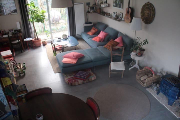 Salon avec baie vitrée sur pergola