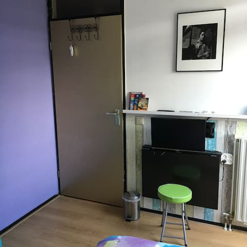 Folding table with screen/television, to work on
