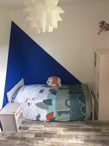 Chambre enfant avec lit 90*190 + bureau