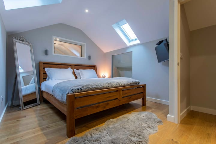 Master bedroom with an ensuite. King size bed.