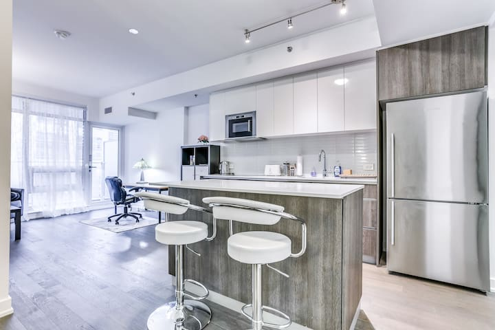 Modern Bright 1 Bedroom Condo Downtown Getaway