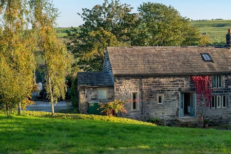 Characterful one bed property above Hebden Bridge