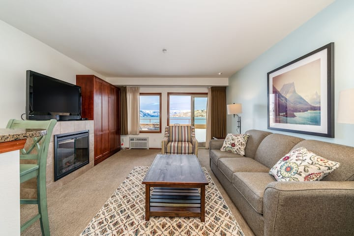 Grandview Lake View 513! Luxury Waterfront condo, sleeps up to 6!