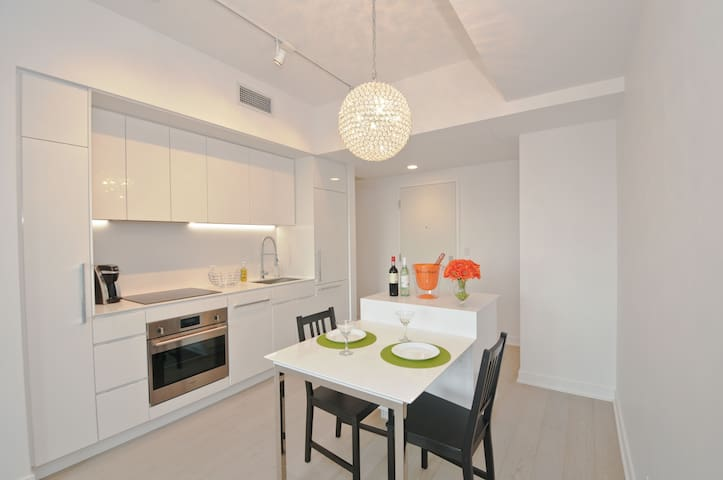 Boutique condo in the heart of Downtown Montreal - Montréal - Lägenhet