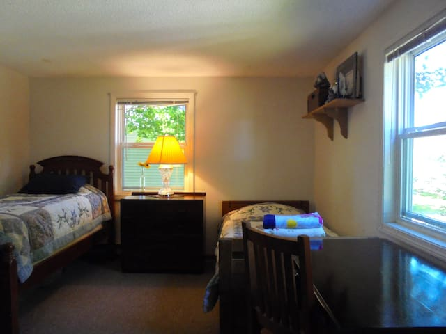 1.5 miles from Salem Ctr-Close to Train&Cabot thtr