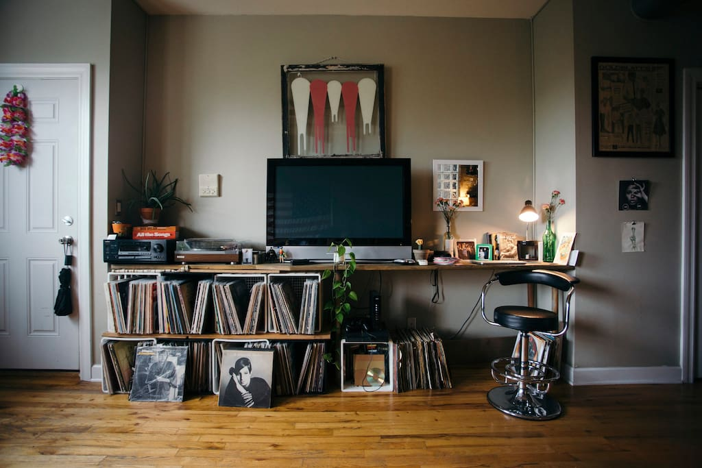 Access to hundreds of Vinyl and a Smart TV.