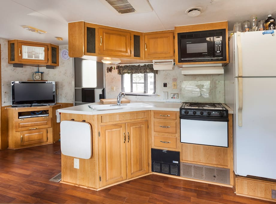 Cook, order in or dine out. Full size kitchen, well equipped.
