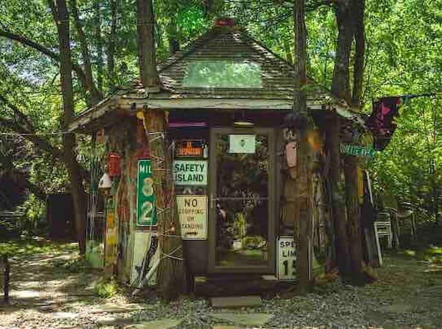 Hippy Hut Near Six Flags/ Belmar Beach/ New Hope/