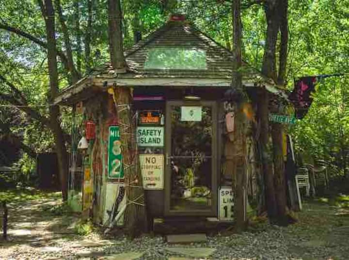 Hippy Hut Near Six Flags/ Belmar Beach/ New Hope/