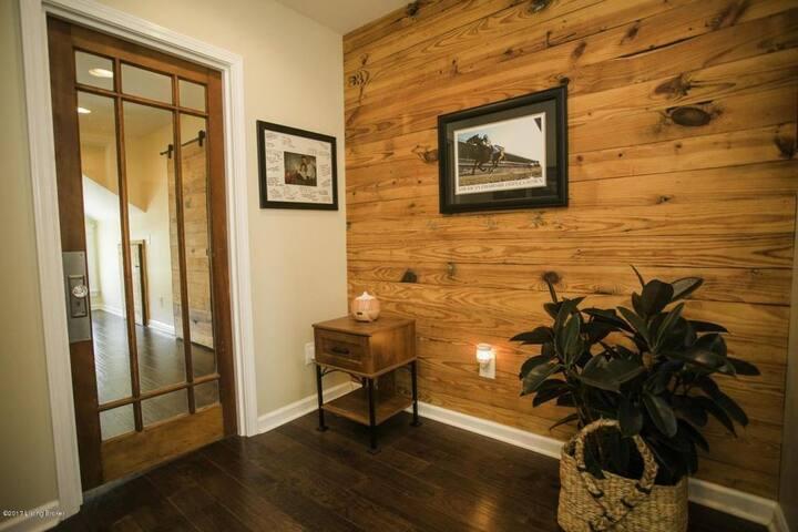 Derby Bungalow - Full 3 Bedroom Home in Germantown - Louisville - Ev