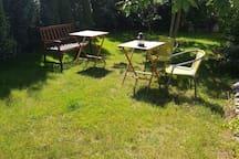 Ogród dla gości, dostępny mały grill