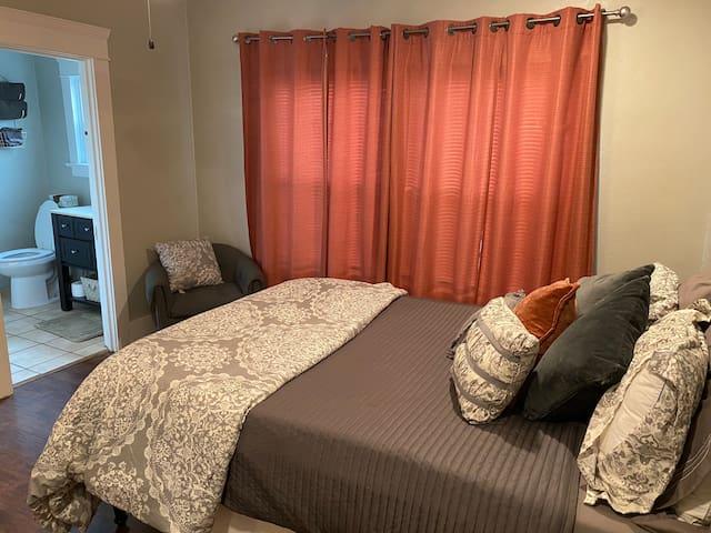 Bedroom 1 -Queen Bed