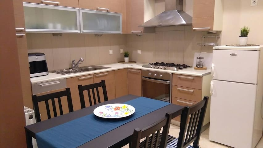 COSY HOME NEAR PIREAUS PORT JUST RENOVATED!!! - Pireas - Appartamento