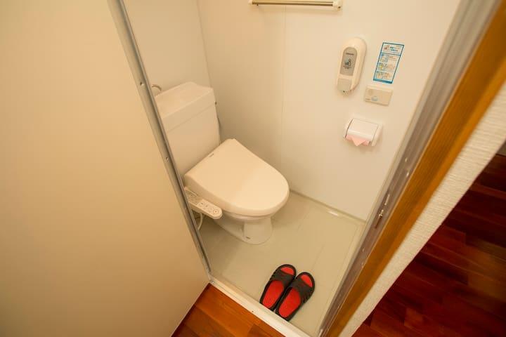 トイレ 2 (toilet)