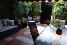 El patio.